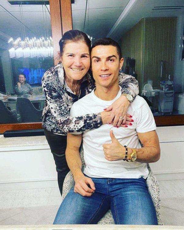 Криштиану Роналдо с мамой Марией Долорес