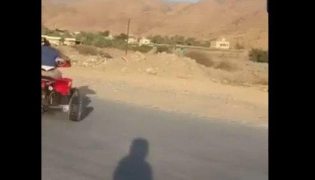 Эффектный и опасный трюк на квадроцикле