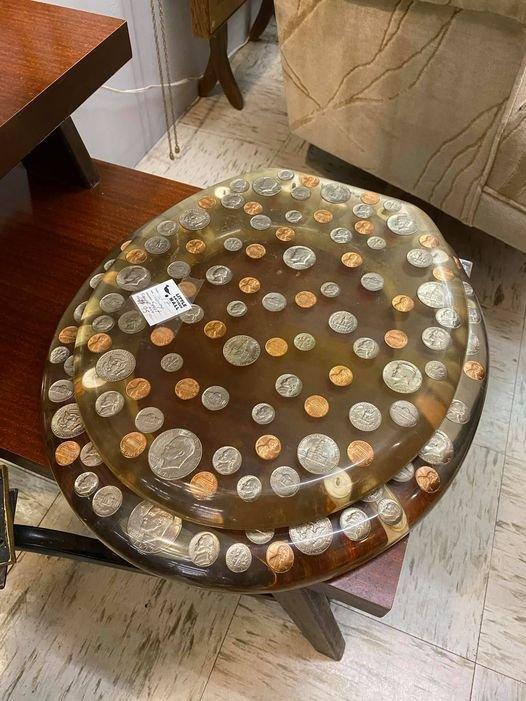 Сиденье для унитаза с монетами