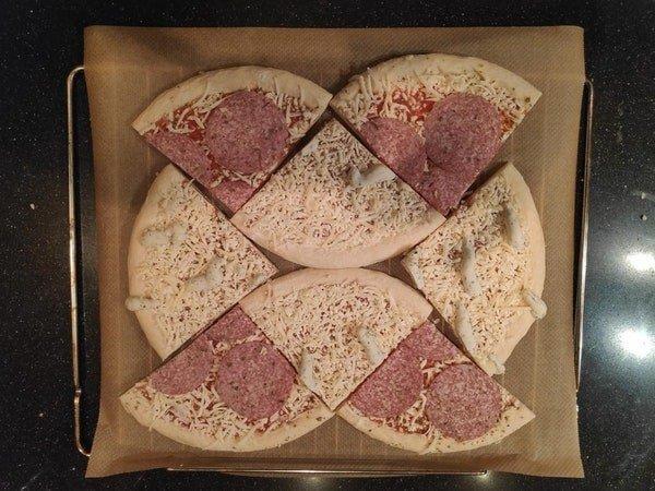 Как испечь сразу две пиццы в небольшой духовке