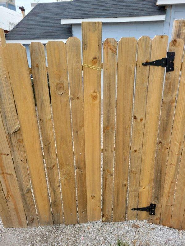 Починили забор