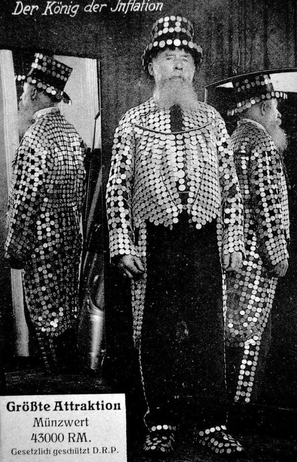 «Король инфляции», человек в ничего не стоящих монетах, 1923 год