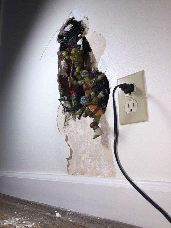 Черепашки-ниндзя спасут, даже когда надо прикрыть поломанную стену