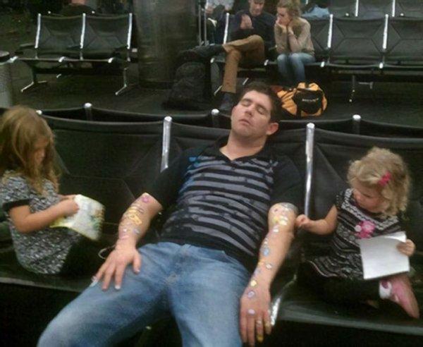 Причина, по которой опасно засыпать в аэропорту