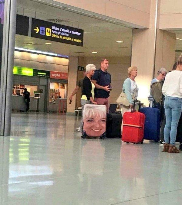 Гениальнейший способ точно не перепутать свой чемодан с чужим