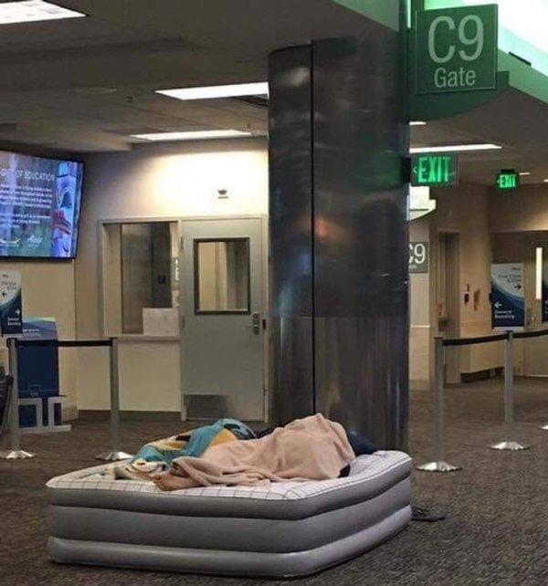 Коротко о том, как перевести сон в аэропорту на принципиально другой уровень