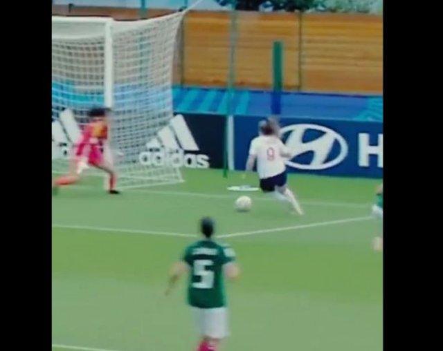 Эпичный гол в женском футболе