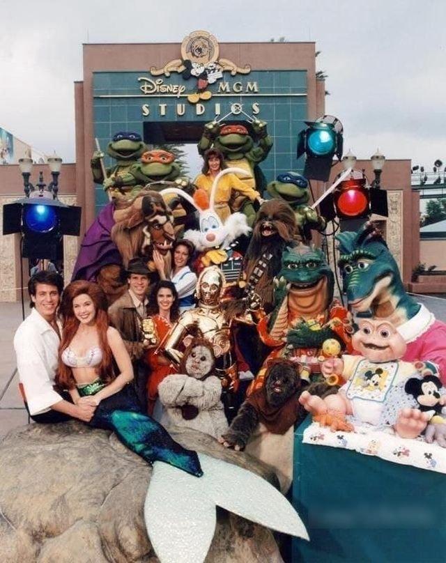 Групповое фото персонажей Disney в 1992 году.