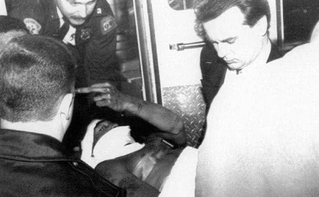 Тупак Шакур после покушения, когда в него стреляли пять раз. Нью-Йорк, 30 ноября 1994 года.