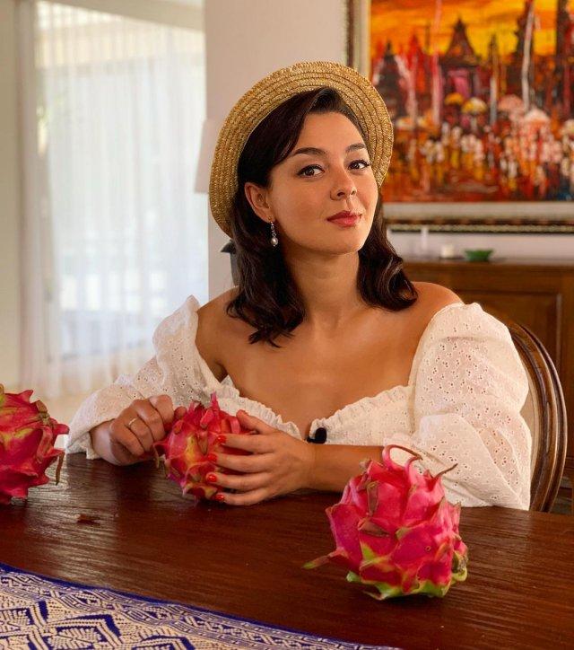 Марина Кравец - самая смешная женщина российского телевидения  в белом платье