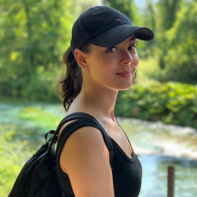 Марина Кравец - самая смешная женщина российского телевидения в черной футболке