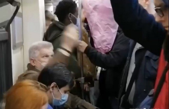 Борьба в метро и электричках, которая не закончится никогда