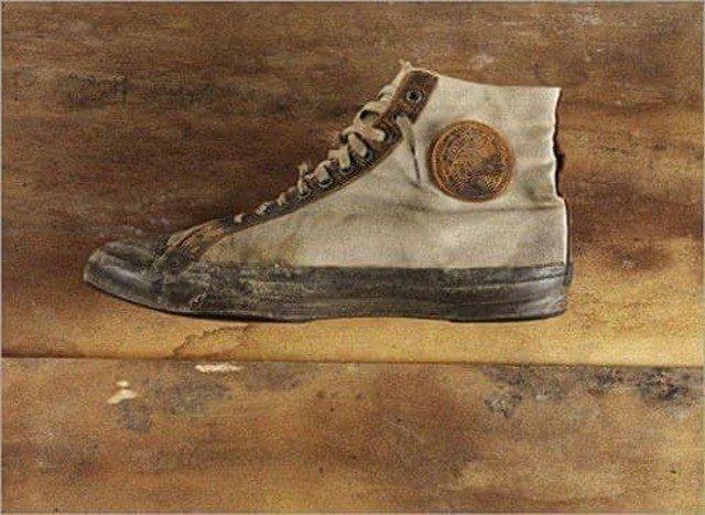 """Одни из самых первых кед компании """"Converse"""" созданной в 1908 году Маркусом Миллсом Конверсом."""