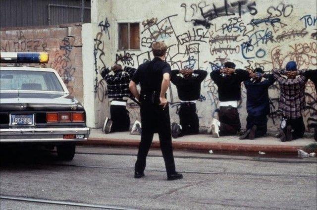 Арестованные в ходе беспорядков афроамериканцы. Лос-Анджелес, 1991 год.