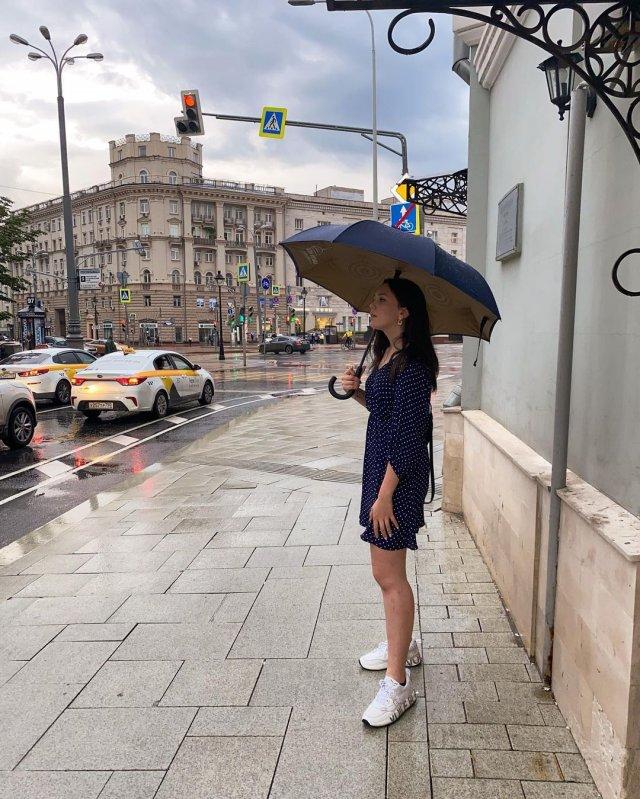 Внучка Иосифа Кобзона - Арнелла-Мари Раппопорт в синем платье