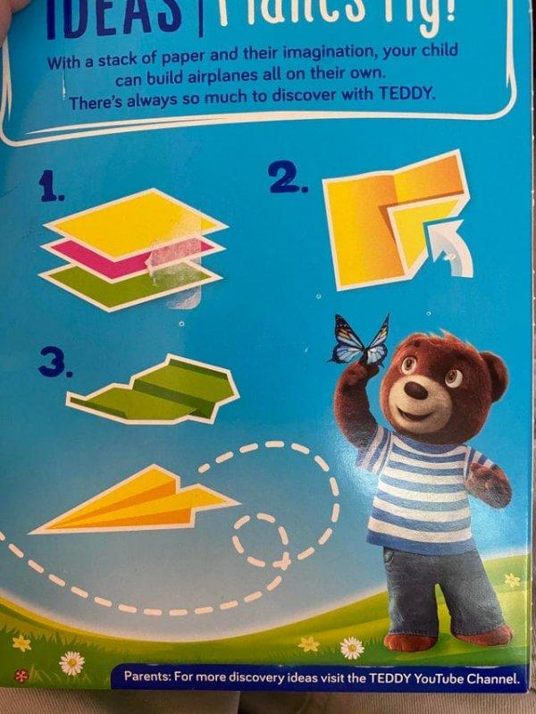 У ребёнка нет ни единого шанса научиться складывать самолётик