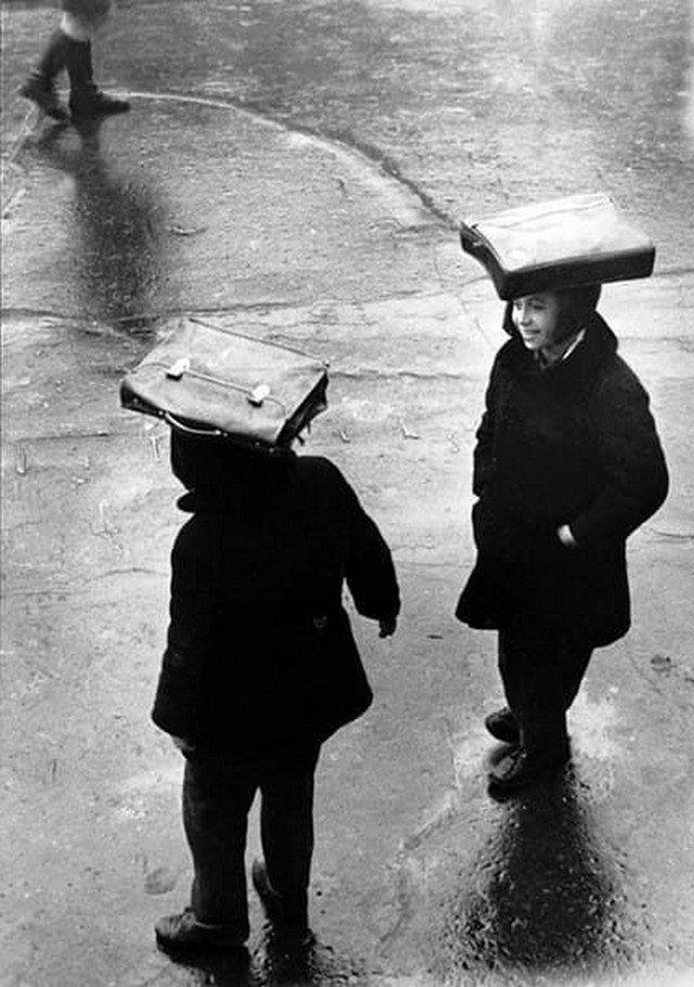 Спасение от дождя, 1960 год.