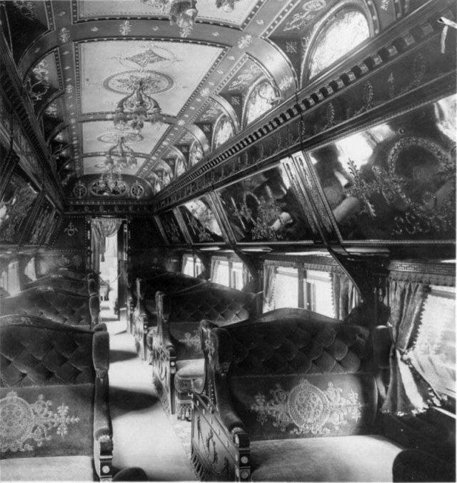 Интeрьер железнодорожных вагонов 1800х годов, периода рококо.