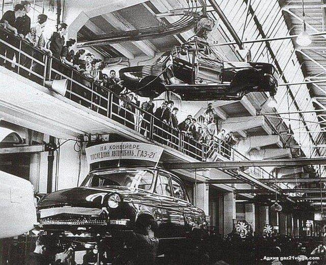 """Последняя """"Волга"""" ГАЗ-21 покидает конвейер. Горький, 15 июля 1970 года."""