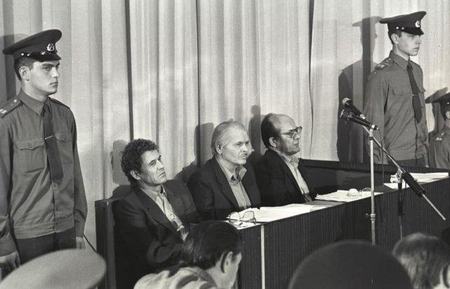 Директор Чернобыльской АЭС Виктор Брюханов (слева), Анатолий Дятлов (в центре) и главный инженер Николай Фомин во время судебного заседания по делу о ядерной катастрофе 1986 года.