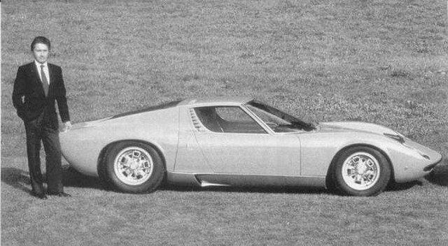 """Первая в мире Ламборджини. Модель """"Мурия"""" 1979 г. На фото её дизайнер - Марчелло Гандини. Италия."""