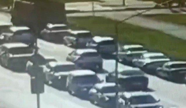 В Первоуральске грузовик на перекрестке протаранил восемь автомобилей