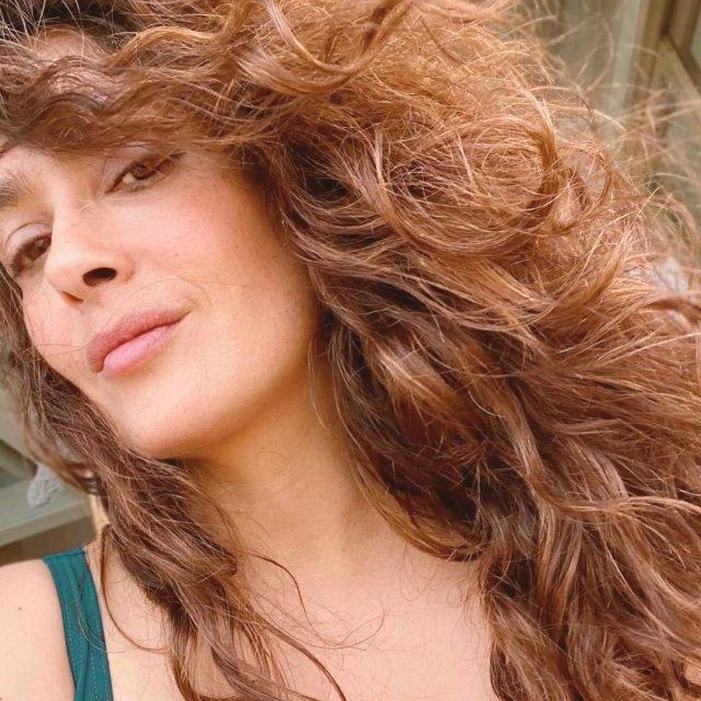 Сальма Хайек с распущенными волосами