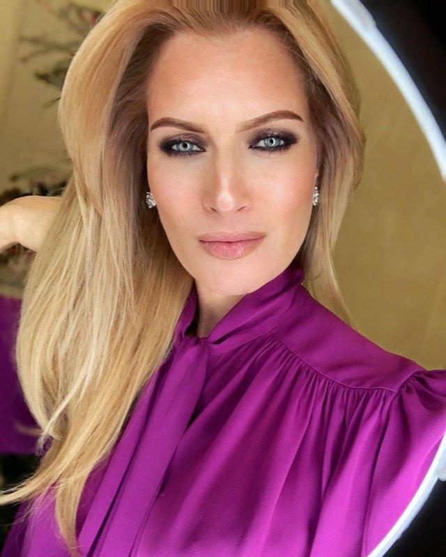 Олеся Судзиловская в фиолетовой кофте