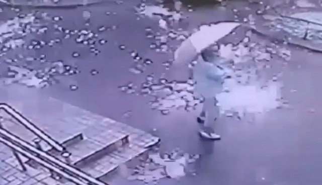 Ураган и шквалистый ветер принесли дождь из искр в Санкт-Петербург