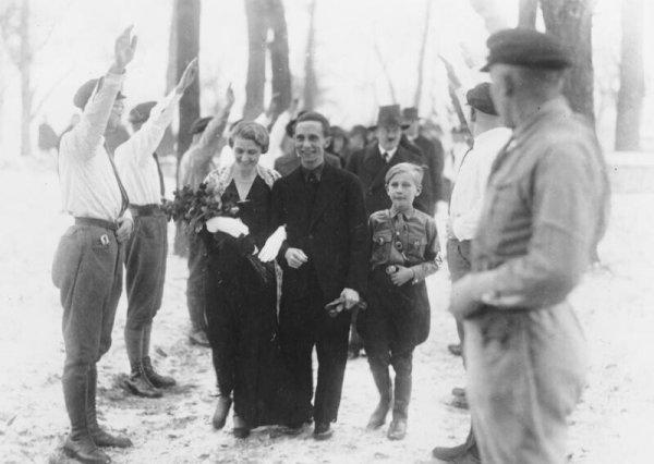 Свадьба Йозефа Геббельса. За женихом - Гитлер в роли свидетеля