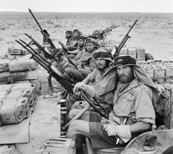 SAS возвращается с патрулирования. Северная Африка, 1943