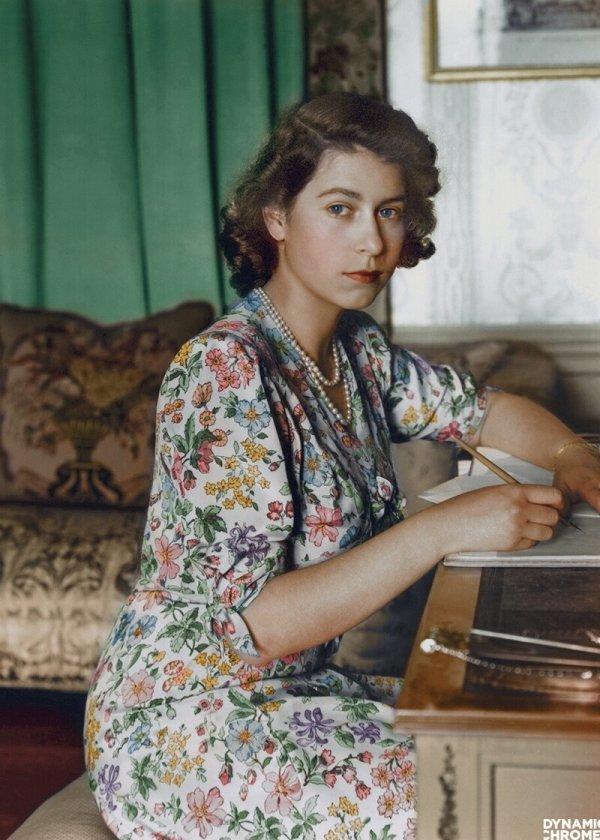 Будущей королеве Елизавете II исполнилось 18 лет, 1944 г.