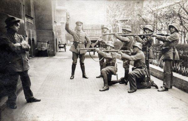 Немецкий коммунист не склонил голову перед расстрельным взводом. Мюнхен, 1919 г.