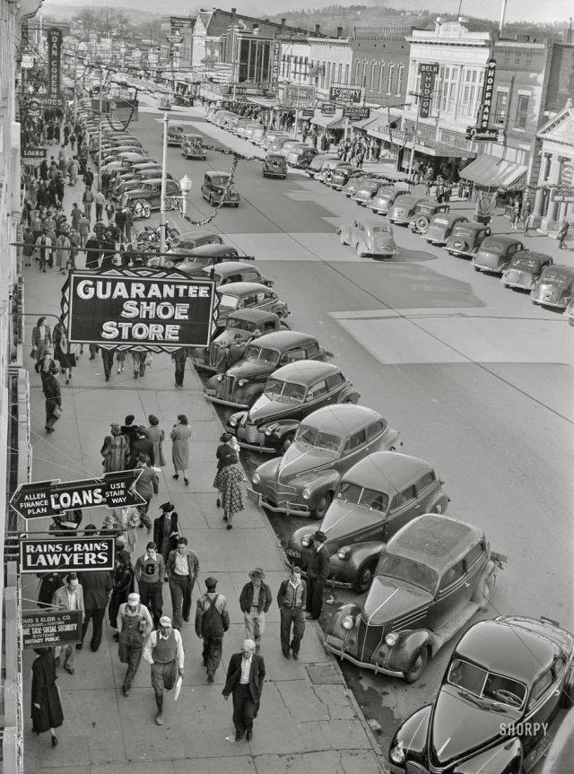 Покупатели в канун Рождества. Гадсден, Алабама. Декабрь 1940 года.