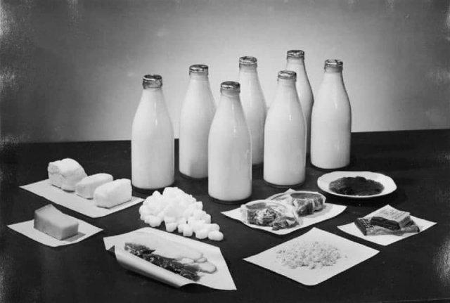 Недельная норма масла, молока, бекона, сала, сахара, сыра, чая и джема на двух человек в Великобритании в 1943 году.