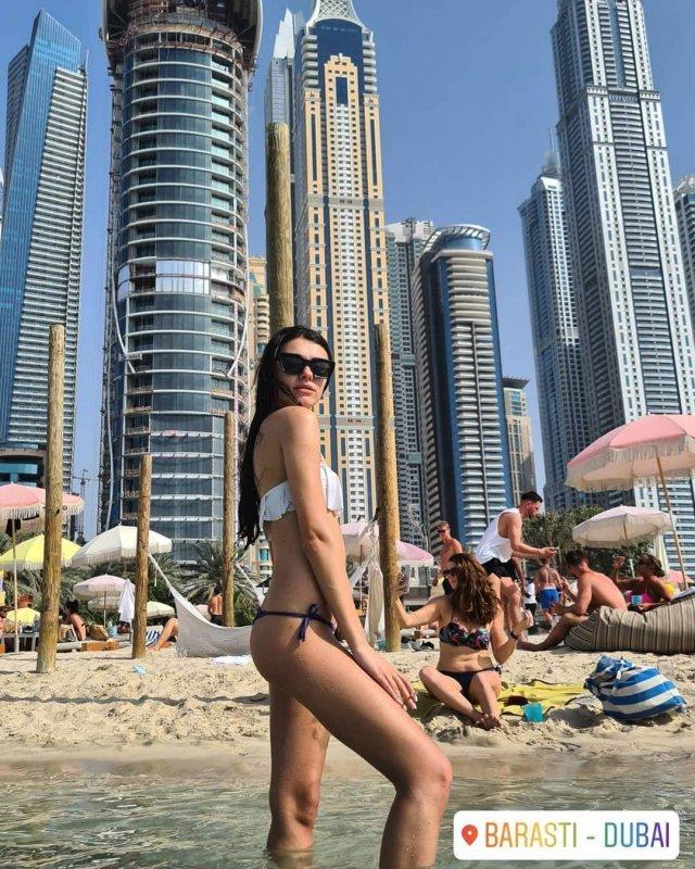 Участница голой фотосессии в Дубае Наталья Чуприна в купальнике в Дубае