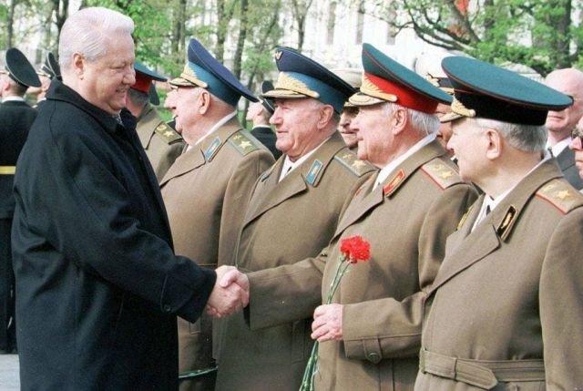 Президент России Борис Ельцин встречается с ветеранами ВОВ
