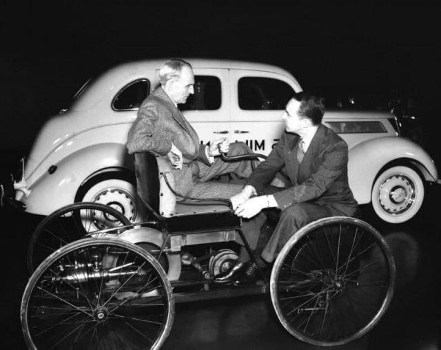 Генри Форд и его сын Эдсел Форд на первой машине. Декабрь 1939 года