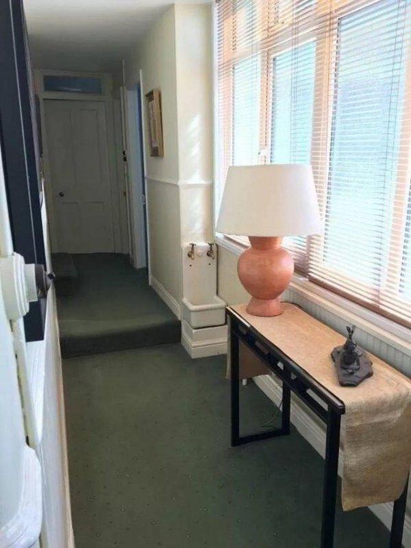 Что это за раковина необычной формы в коридоре?