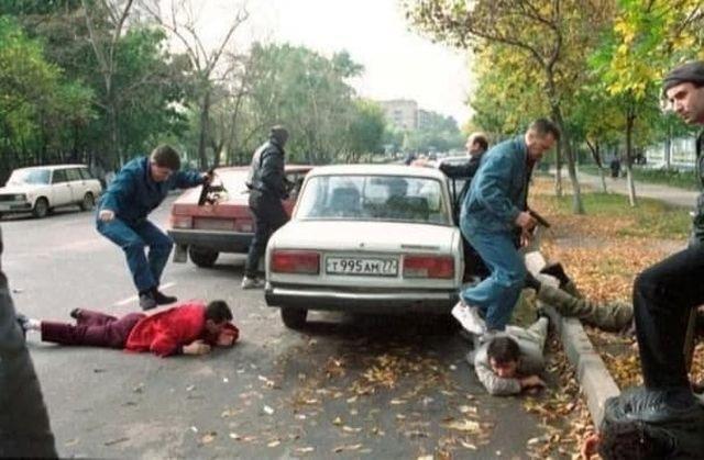 Задержание членов преступной группировки СОБРовцами в гражданском. Москва, 1993 год.