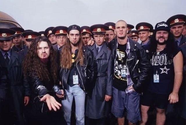 Группа Pantera с фанатами на фестивале Monsters Of Rock. Тушино, 1991 год.