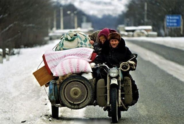 Беженцы покидают Грозный, январь 1995 год.