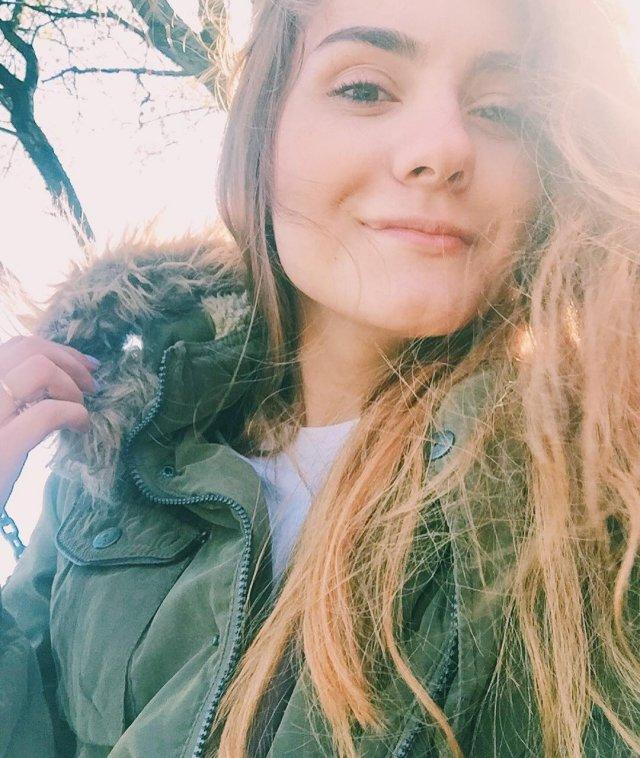 София Сапега - девушка основателя телеграм-канала NEXTA Романа Протасевича в зеленой куртке