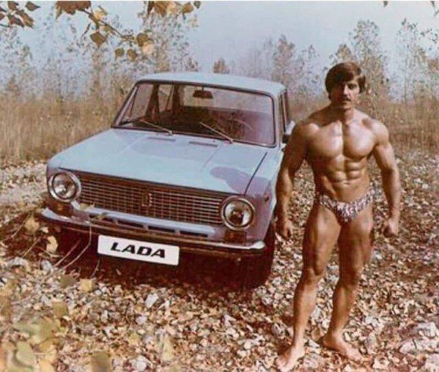 Советский бодибилдер Александр Иванюк в рекламе автомобиля Лада, 1970-е.