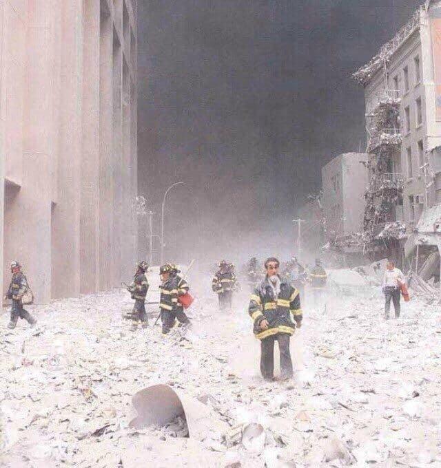 Нью-Йорк пocле теpaкта, 11 сентября 2001 года.