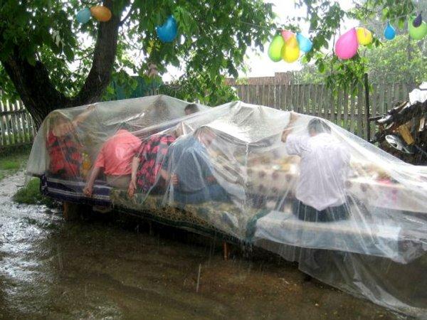 Всё равно дождь скоро пройдёт, а вот праздник ещё продолжится