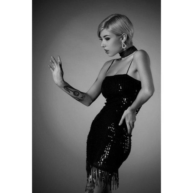 Джорджия Солери (Giorgia Soleri) - девушка солиста Maneskin Давида Дамиано в черном платье