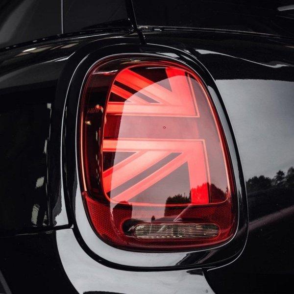Элементы британского флага на фарах Mini — отличная идея для автомобиля с британскими корнями