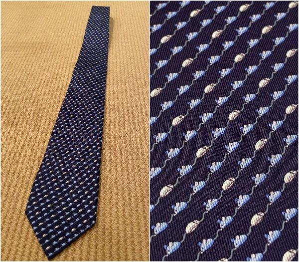 На этом галстуке изображены мыши двух видов — грызуны и компьютерные
