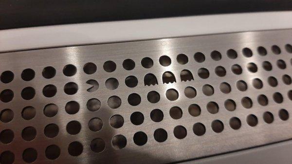 В вентиляционных отверстиях метро в Стокгольме спрятана еле заметная пасхалка в виде Пакмана